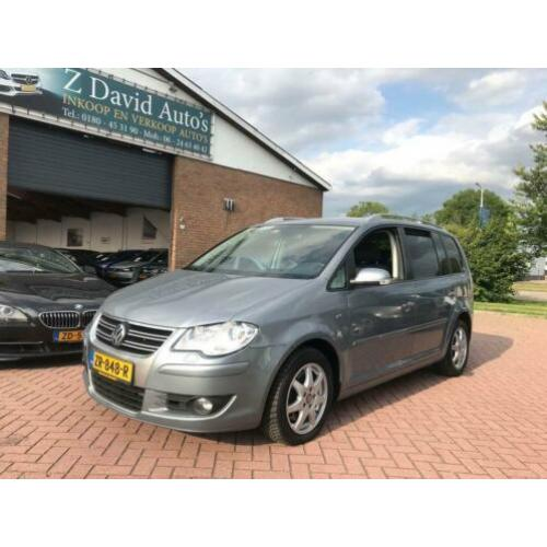 Volkswagen Touran 1.4 TSI Highline Business R-line automaat